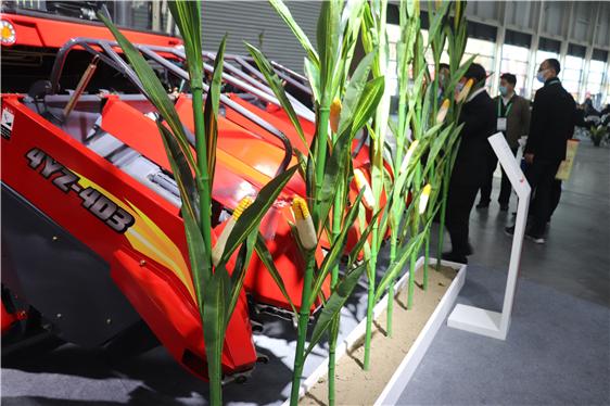 """山西省今年""""三秋""""將投入農機具45萬臺以上,小麥機播率97%以上,玉米機收率70%以上"""