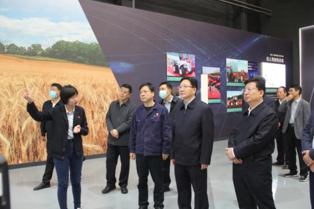河南省委常委、常务副省长周霁到中国一拖调研